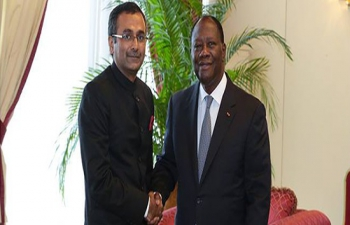 Ambassador R. Ravindra presenting credentials to H. E. President of Cote d'Ivoire